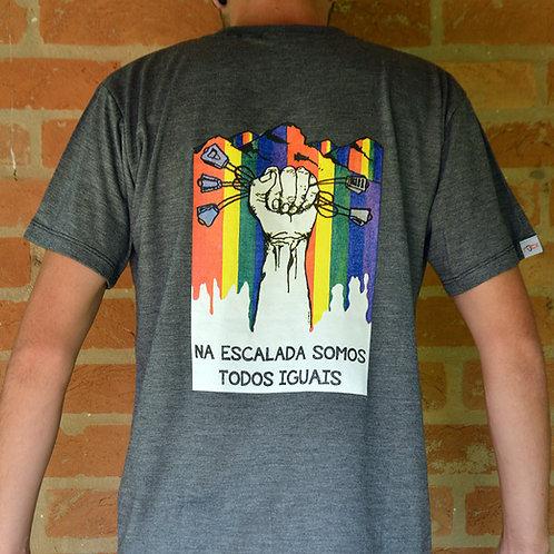 Camiseta Somos Todos Iguais - cinza