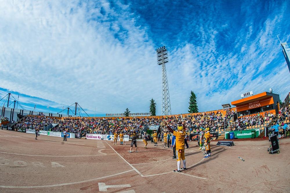 Kauden ennätysyleisö 2401 katsojaa nautti viihteestä