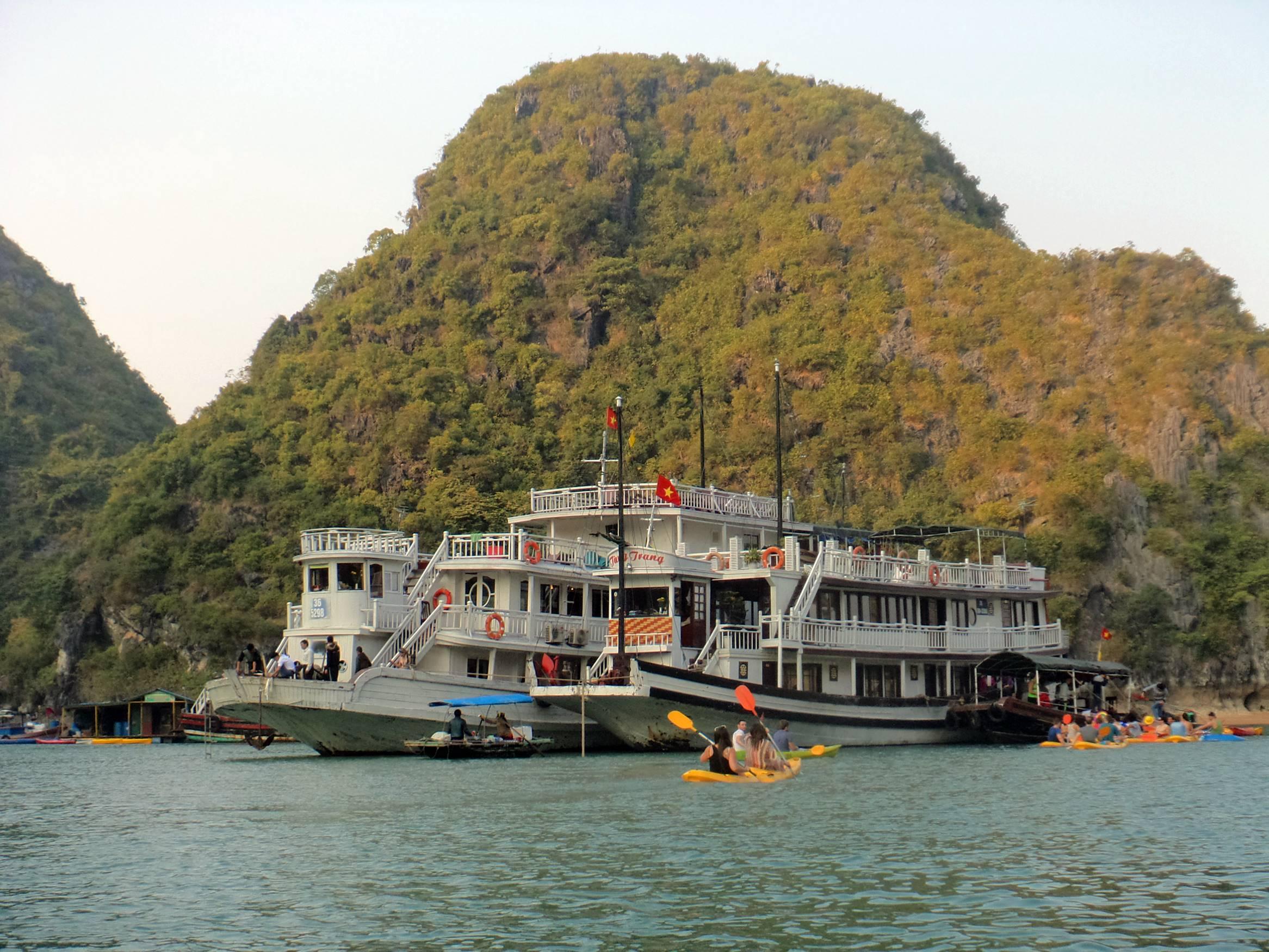halongbay_vietna_castaway_2