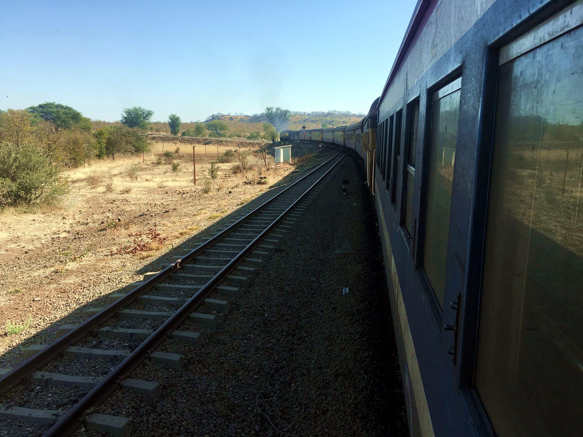 victoriafalls_zimbabue_trem