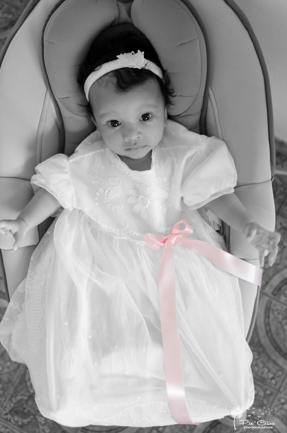 Bébé en noir et blanc