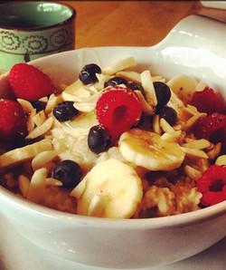 Oatmeal with Fresh Fruits
