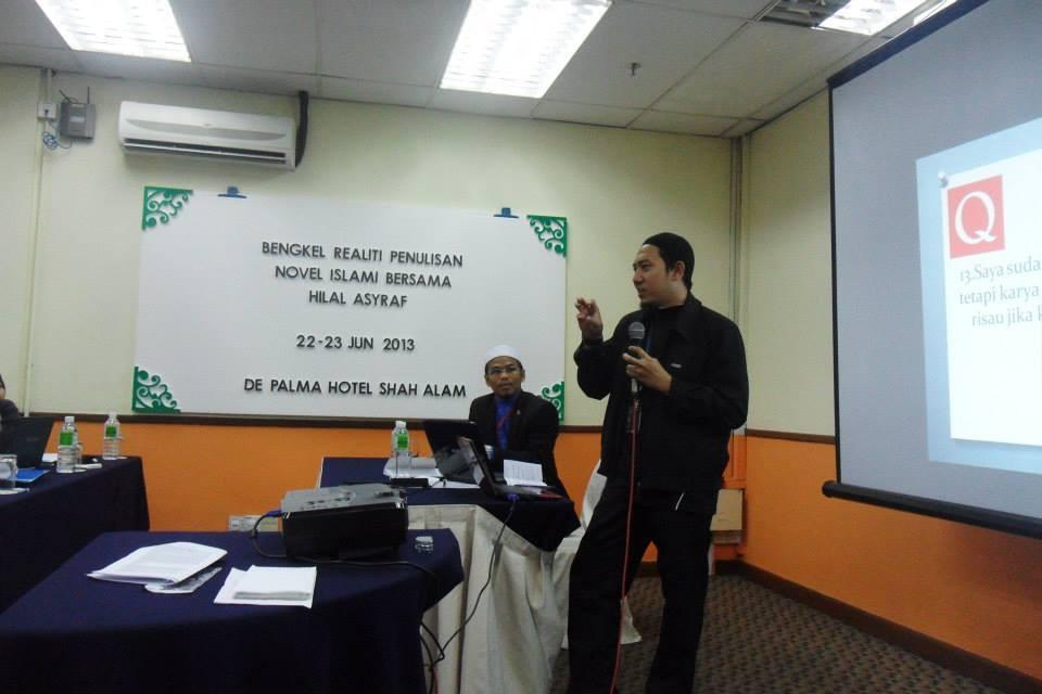 Encik Amir, editor di Galeri Ilmu