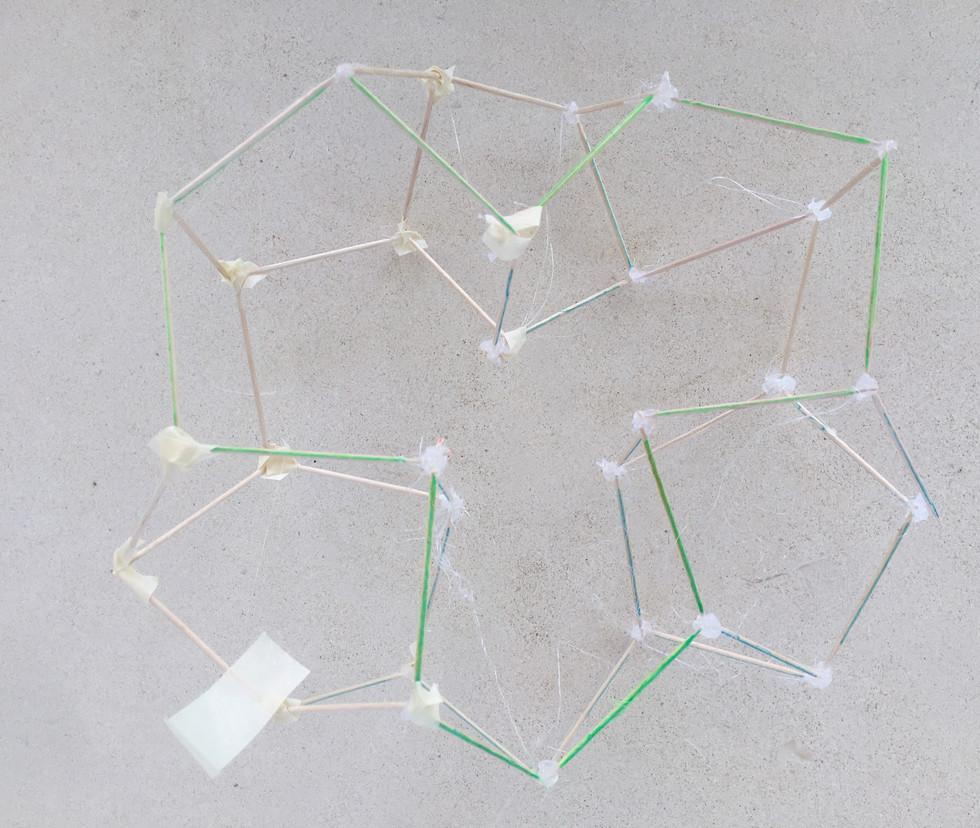 Pentagone structure