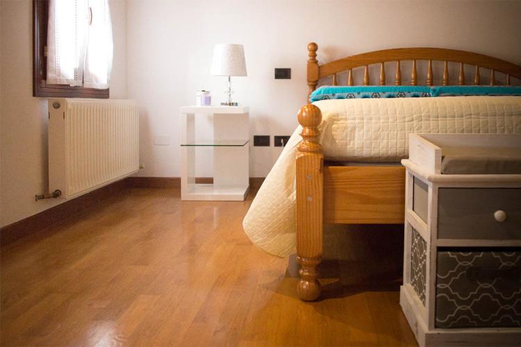 suite_comodino_e_letto.jpg