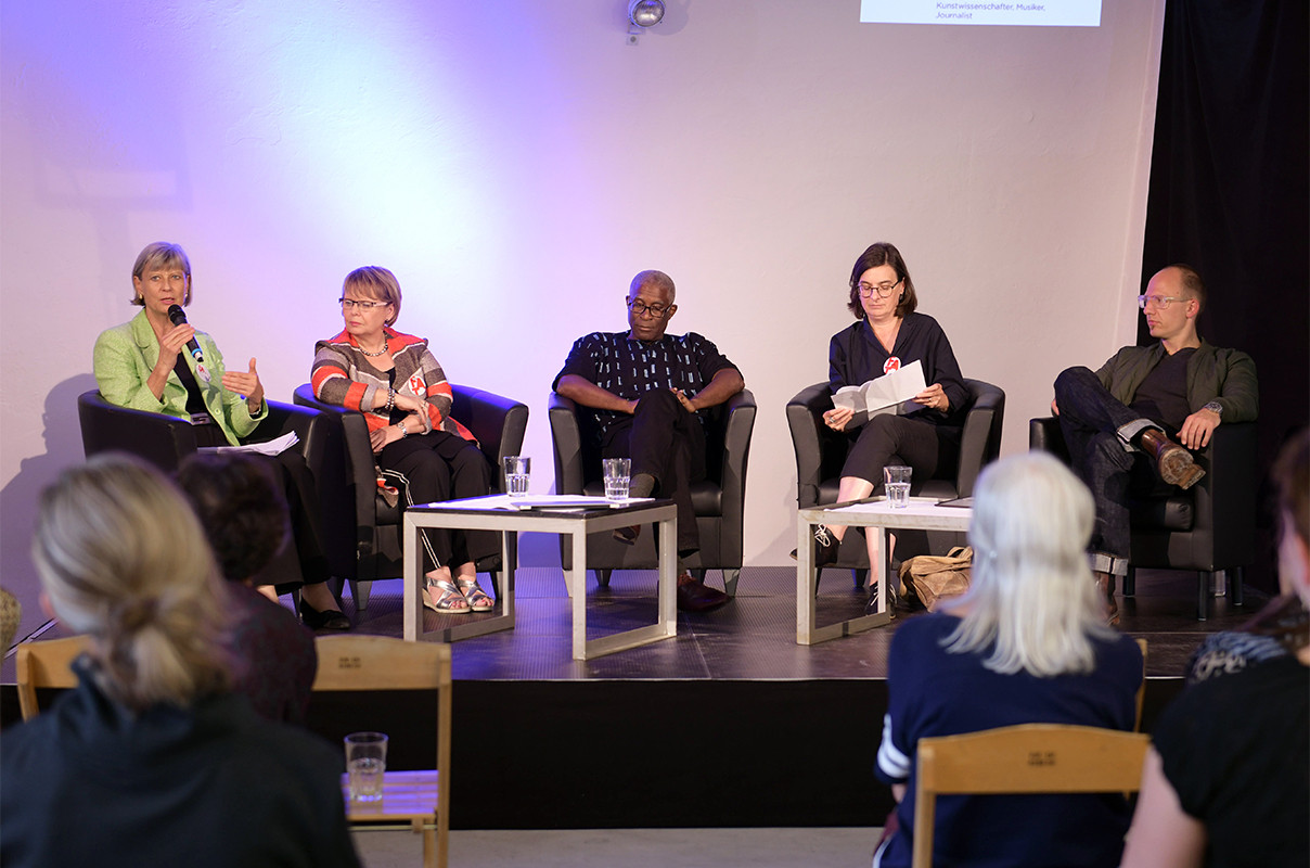 Referate & Panelgespräch (v.l.n.r.) Renate Schubert, Petra Rohner, Mark Damon Harvey, Elisabeth Eberle, Jörg Scheller