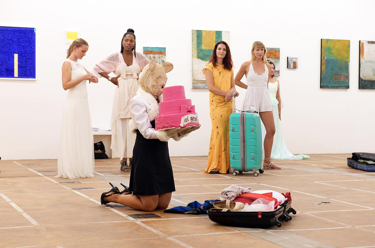 """Performance """"Brautschau"""" von Lilian Frei"""