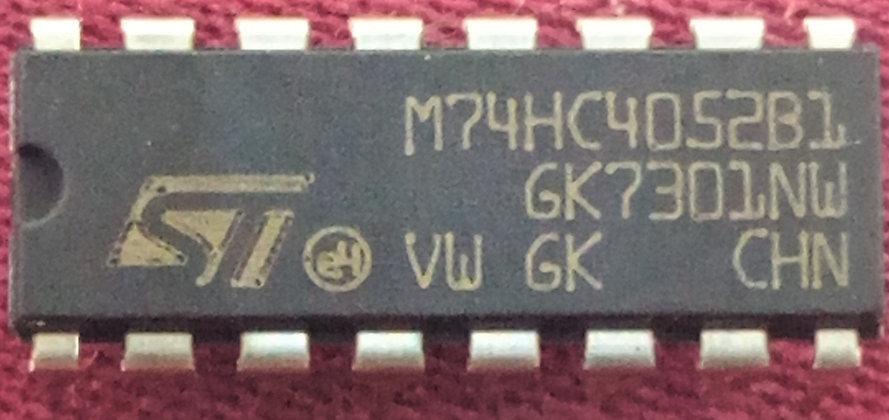 M74HC4052B1