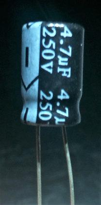4.7mF 250V         Negro