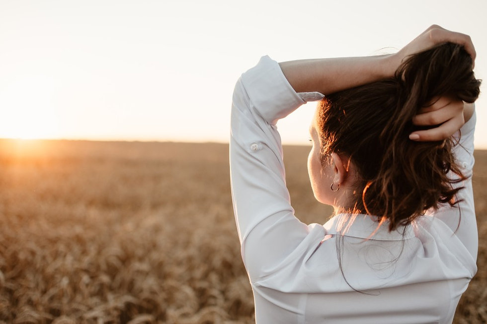 young-girl-in-wheat-field-at-sunset-curl