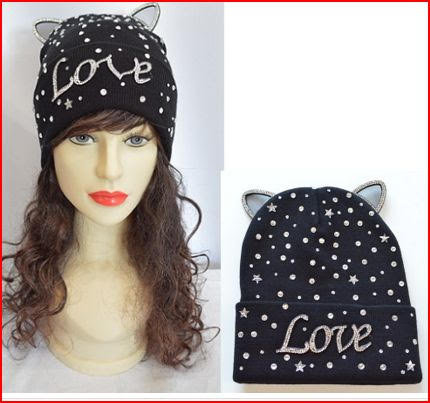 LOVE TUQUE WITH CAT EARS