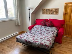 Salon à l'étage avec son sofa-lit