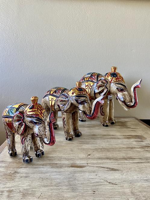 Elefantes de madeira Balsa coloridos
