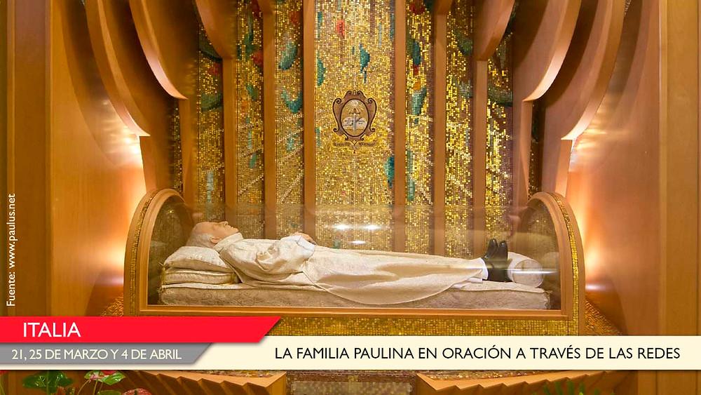 Ante la urna con las reliquias del Beato Fundador