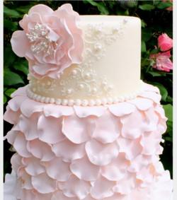 pink og hvid blomsterkage