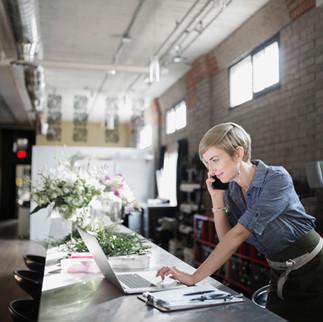 Como aprimorar a força de trabalho híbrida com treinamento de segurança personalizado