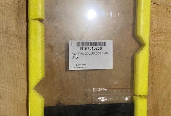 RT57010200 RIC.VETRO C/GUARNIZIONI E VITI MILLY