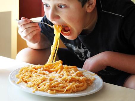 הילד אוכל מאד מהר?- מטפלים בהשמנת ילדים
