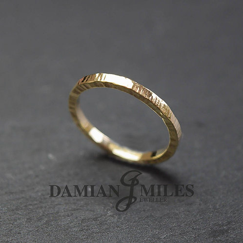 Stacking ring in 9ct gold with a hammered finish