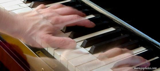 mariejophoto_au_piano.jpg