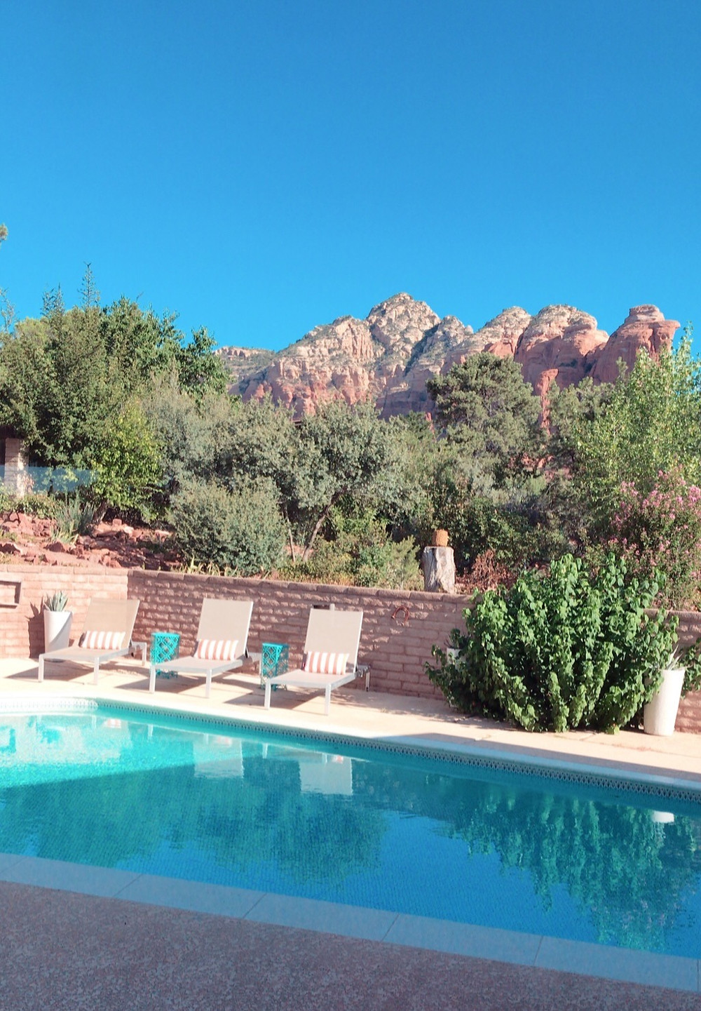 pool with rock views, pool in Sedona, swimming pool, lounge chairs