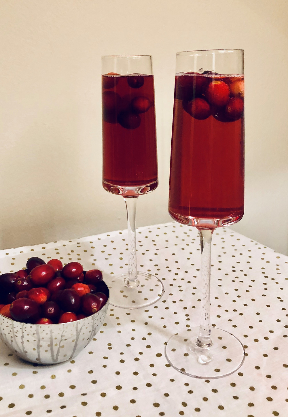 cranberry mimosa, cranberry sparkling cider, sparkling wine with cranberries, champagne flute, Christmas champagne drink