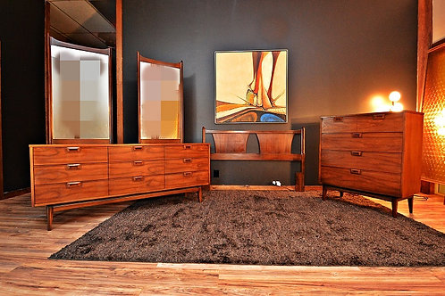 Gorgeous Mid Century 3pc Bedroom Set with Queen Headboard