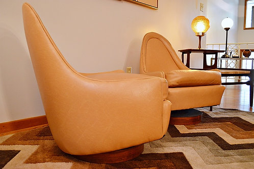 Pair of Petite Slipper Lounge Chairs by Milo Baughman for Thayer Coggin