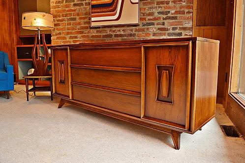 Mid Century Unagusta Long 9 Drawer Dresser / Credenza