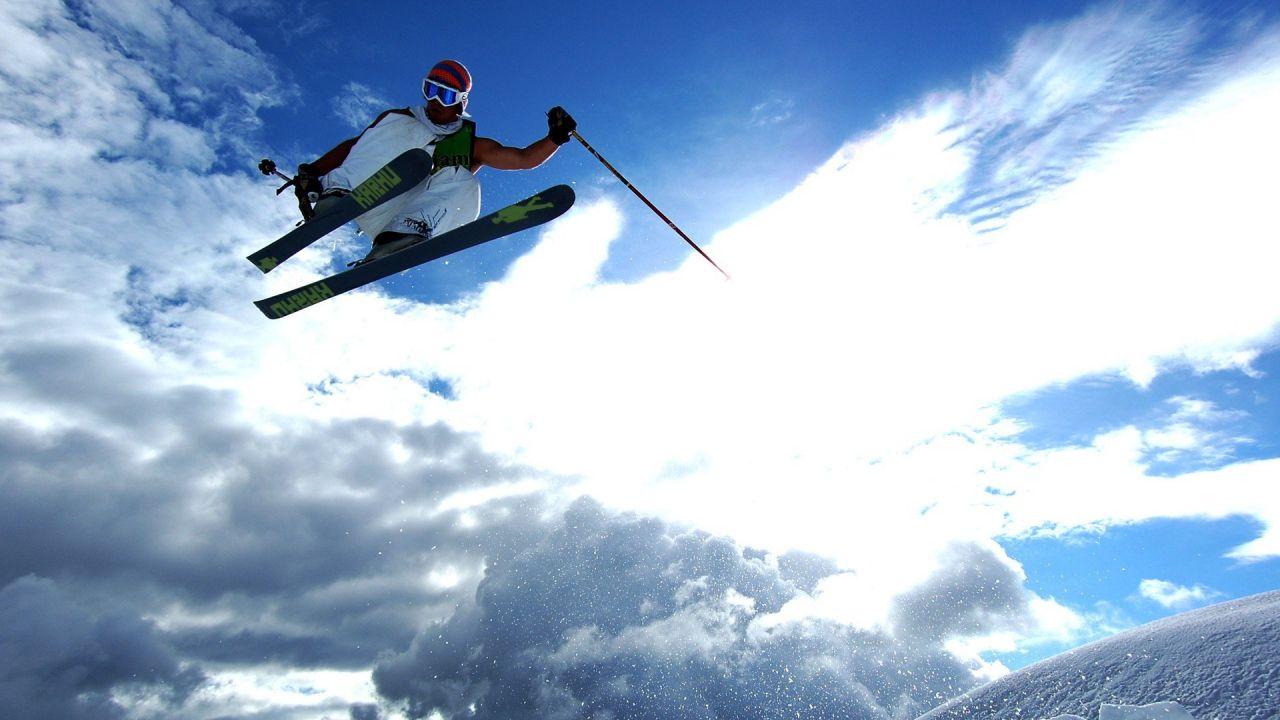 Лыжник в полёте
