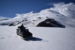 Снегоход на Эльбрусе (Назир)