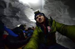 Ночёвка в снежной пещере 4300м.