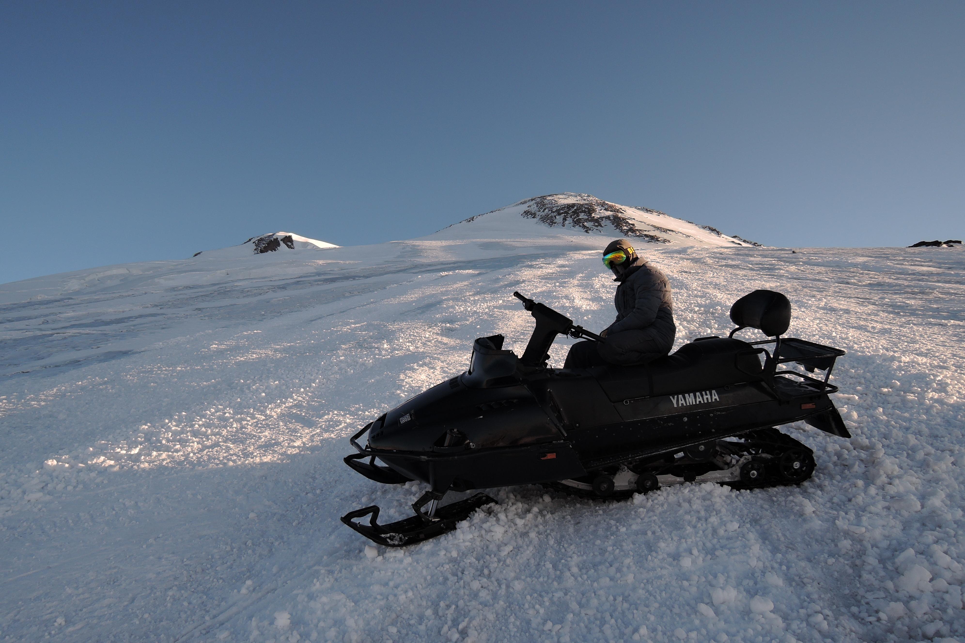 Снегоход на Эльбрусе
