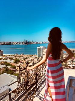 Вид из номера на Баку.