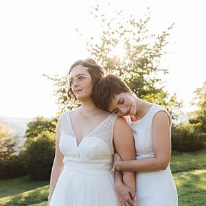 LEONIE & LARISSA