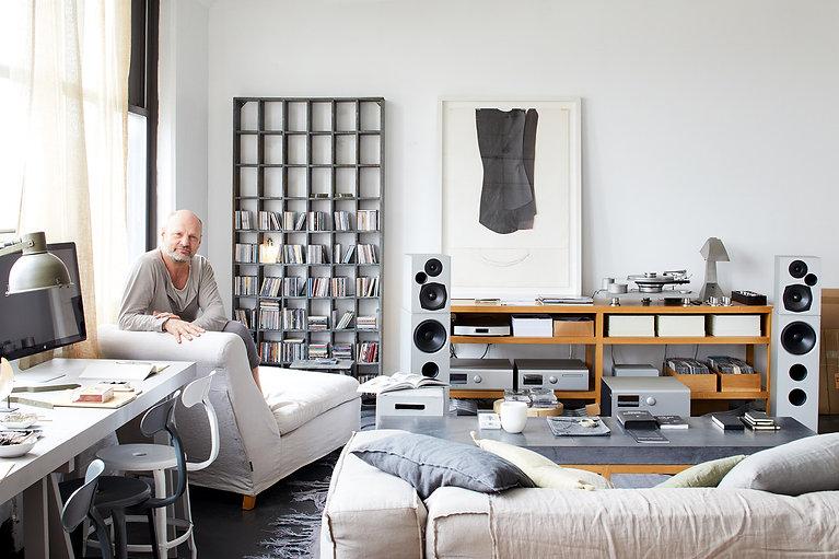 Paul_Gross_portrait_main_Room_Dana_Galla