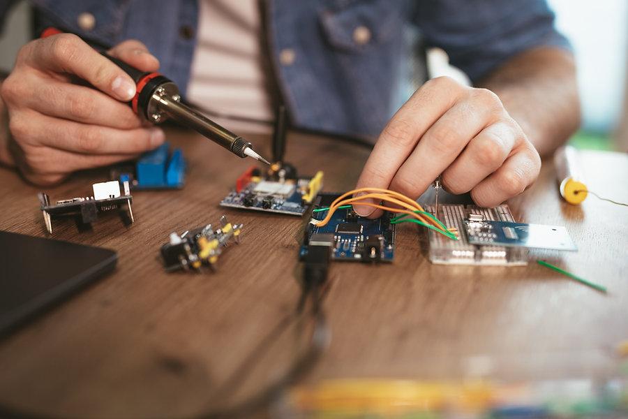 soldering-electronic-circuit-board-52QJNSA.jpg