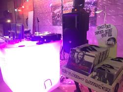 De Omgevallen Platenkast DJ Booth