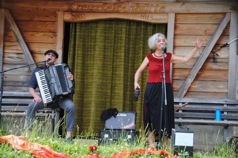 Tavernenlieder auf Kreuzfelsen; Foto Beatrice Sobisch.jpeg