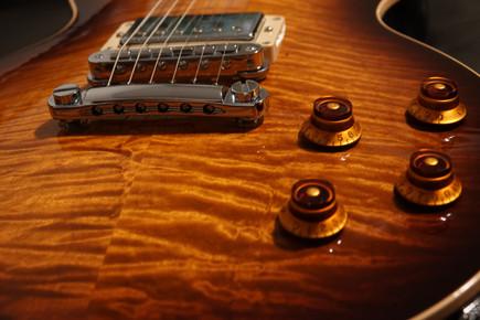 Gibson Guitar AAA Top