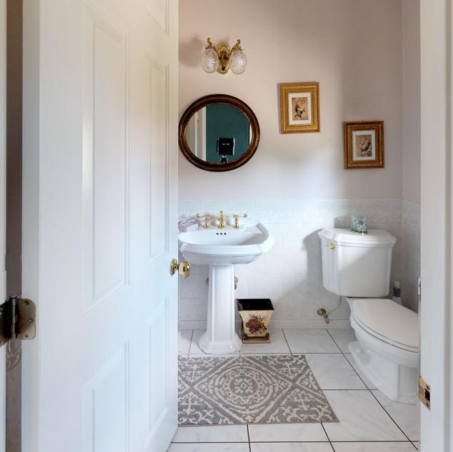 Windswept-Dr-East-Bathroom(3).jpg