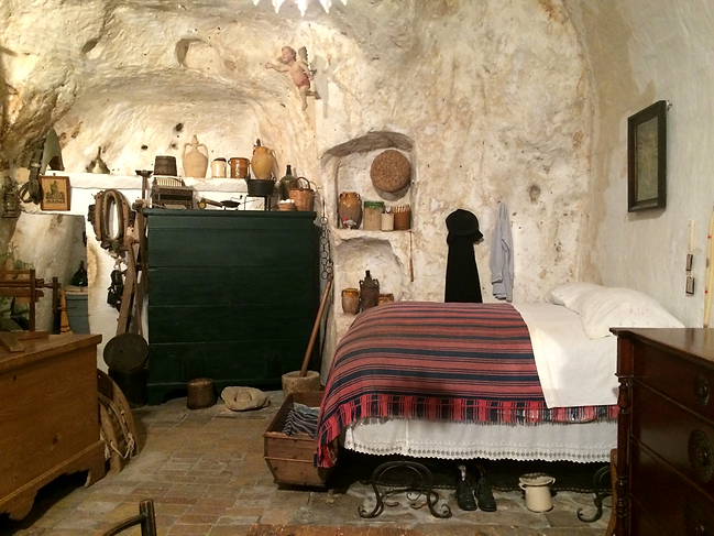 Storica Casa Grotta in Matera has been assembled with original tools and typical local furniture