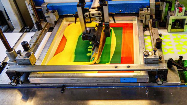 machine-etiquettes-adhesives-serigraphie