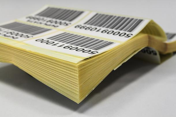 etiquettes adhesives codes barres en liasse