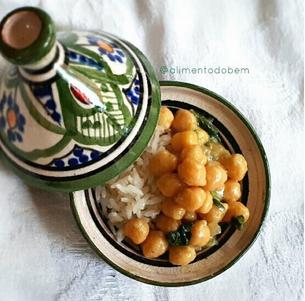 Grão-de-bico com curry e leite de coco!