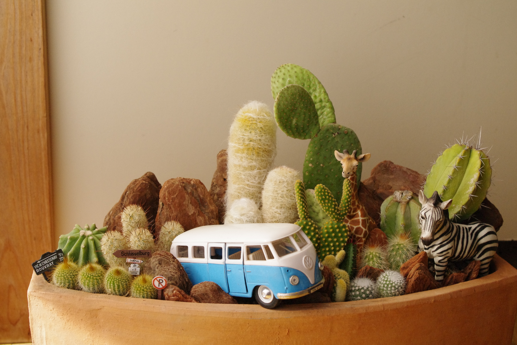 Wargen Bus & Animals in Cactus