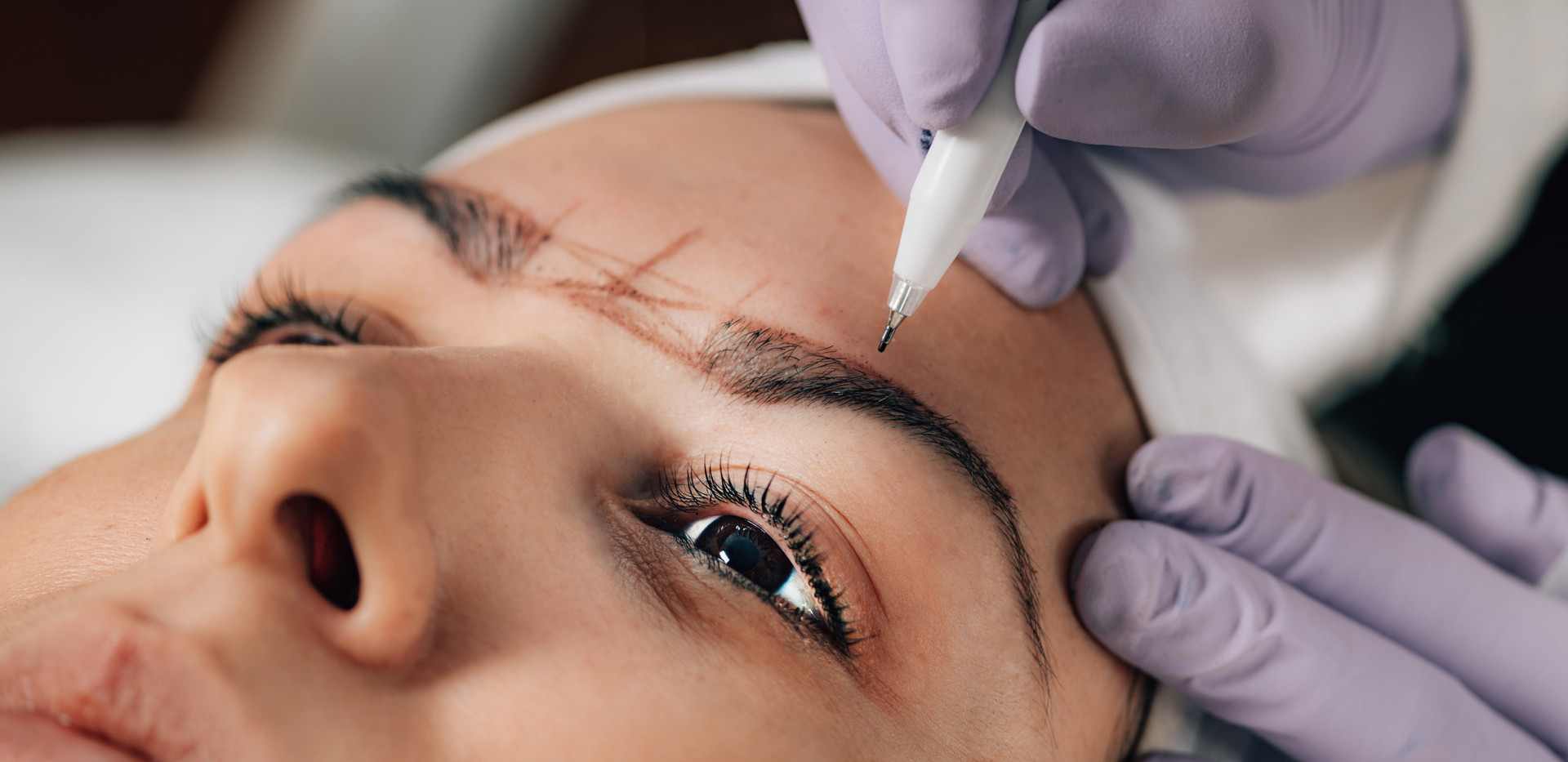 professional-microblading-of-eyebrows-JZ