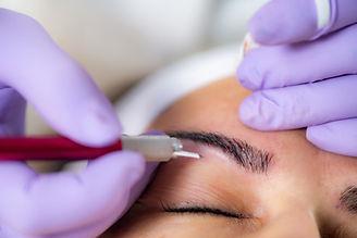 beauty-salon-microblading-eyebrows-HUQBY