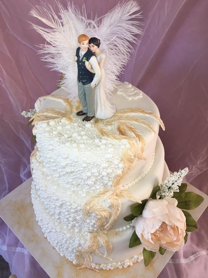 Hochzeit_weiß_Federn_Blumen