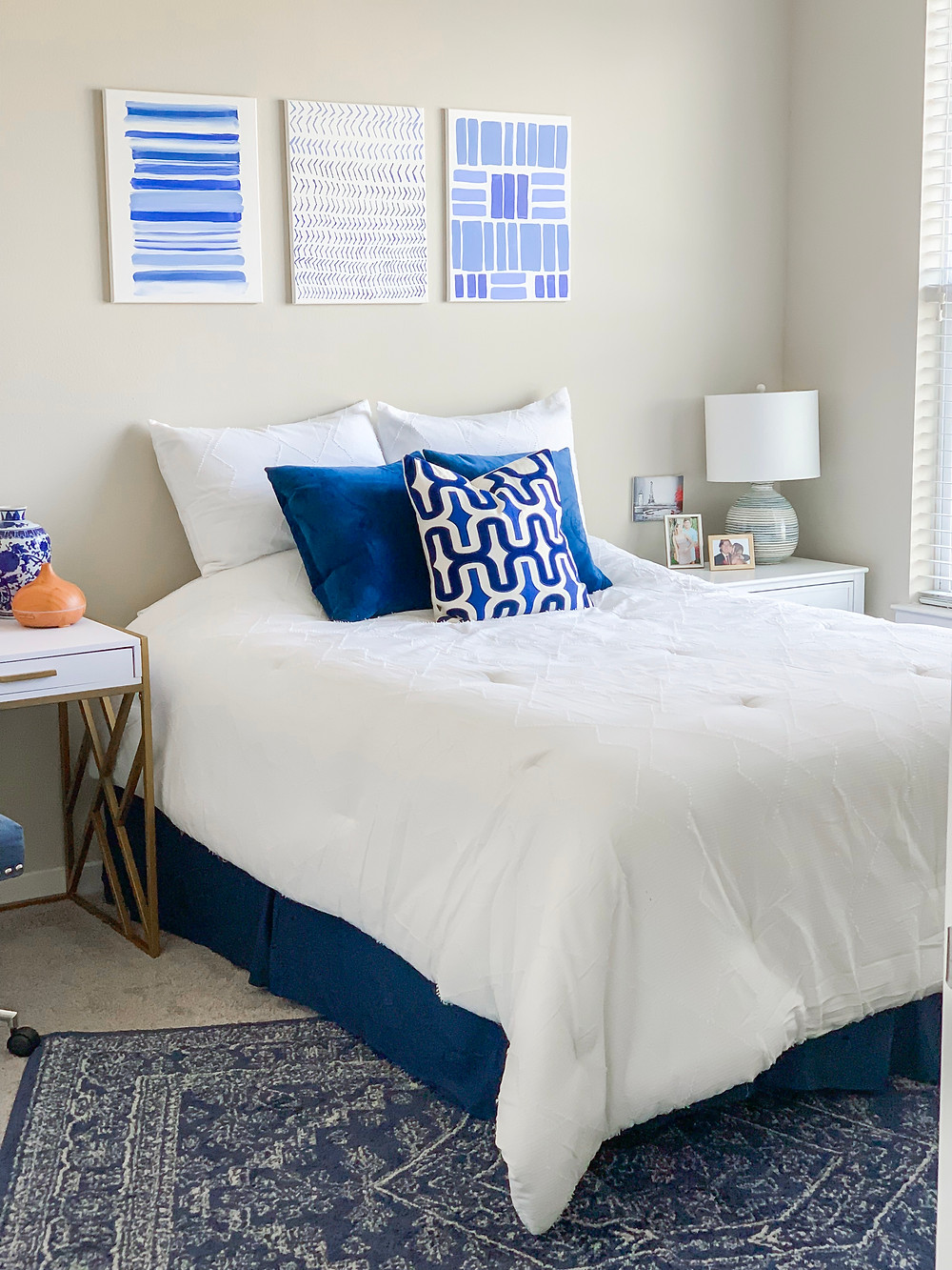 apartment decor, home decor, bedroom decor, blue and white bedroom